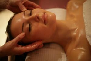 masaż twarzy aromaterapeutyczny